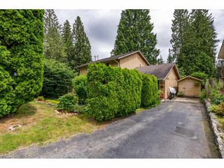 Photo 3: 3470 JERVIS Street in Port Coquitlam: Woodland Acres PQ 1/2 Duplex for sale : MLS®# R2469834