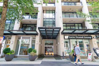 """Photo 2: 203 1252 HORNBY Street in Vancouver: Downtown VW Condo for sale in """"PURE"""" (Vancouver West)  : MLS®# R2413688"""