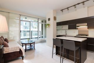 """Photo 9: 203 1252 HORNBY Street in Vancouver: Downtown VW Condo for sale in """"PURE"""" (Vancouver West)  : MLS®# R2413688"""