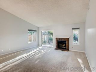 Photo 3: VISTA House for sale : 2 bedrooms : 1241 Longfellow Rd