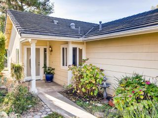 Photo 2: VISTA House for sale : 2 bedrooms : 1241 Longfellow Rd