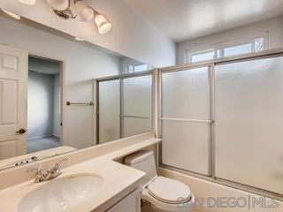 Photo 8: VISTA House for sale : 2 bedrooms : 1241 Longfellow Rd