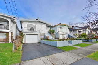 Photo 1: 235 E 62ND Avenue in Vancouver: South Vancouver House for sale (Vancouver East)  : MLS®# R2433374