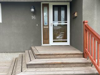 Photo 3: 16 WALNUT Drive SW in Calgary: Wildwood Detached for sale : MLS®# A1022816