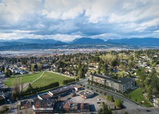 """Photo 6: 423 10838 WHALLEY Boulevard in Surrey: Bolivar Heights Condo for sale in """"MAVERICK"""" (North Surrey)  : MLS®# R2502982"""