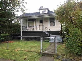 Photo 2: 4935 MOSS Street in Vancouver: Collingwood VE House for sale (Vancouver East)  : MLS®# R2509862