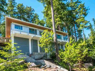 Photo 1: 5673 SALMON DRIVE in Sunshine Coast: Home for sale : MLS®# R2176486