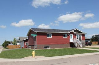 Photo 2: 220 Elizabeth Street in Melfort: Residential for sale : MLS®# SK781641