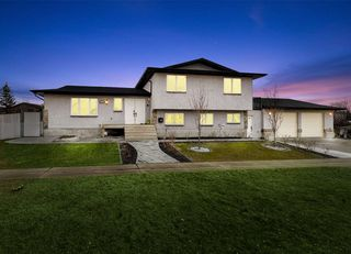 Main Photo: 10303 155 Avenue in Edmonton: Zone 27 House for sale : MLS®# E4195486