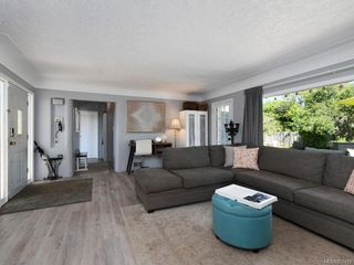 Photo 4: 3171 Carman St in : SE Camosun House for sale (Saanich East)  : MLS®# 850419