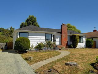 Photo 2: 3171 Carman St in : SE Camosun Single Family Detached for sale (Saanich East)  : MLS®# 850419
