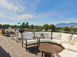 "Main Photo: 404 633 W KING EDWARD Avenue in Vancouver: Cambie Condo for sale in ""AMBER BY ARAGON"" (Vancouver West)  : MLS®# R2482114"