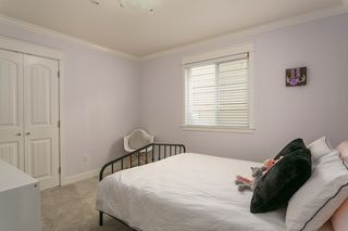 "Photo 32: 971 KENT Street: White Rock House for sale in ""WHITE ROCK BEACHES"" (South Surrey White Rock)  : MLS®# R2446562"