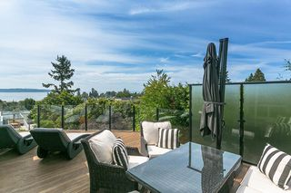 "Photo 8: 971 KENT Street: White Rock House for sale in ""WHITE ROCK BEACHES"" (South Surrey White Rock)  : MLS®# R2446562"