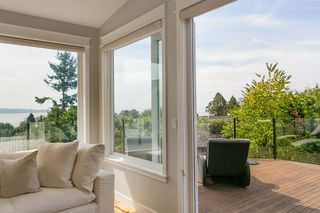 "Photo 11: 971 KENT Street: White Rock House for sale in ""WHITE ROCK BEACHES"" (South Surrey White Rock)  : MLS®# R2446562"