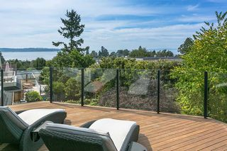 "Photo 6: 971 KENT Street: White Rock House for sale in ""WHITE ROCK BEACHES"" (South Surrey White Rock)  : MLS®# R2446562"