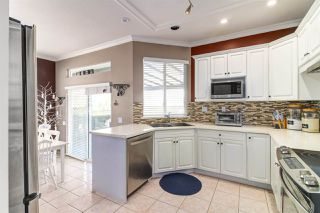 """Photo 12: 8510 212 Street in Langley: Walnut Grove House for sale in """"Forest Hills"""" : MLS®# R2450505"""
