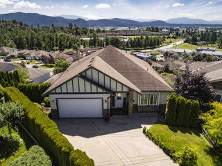 Photo 2: 7930 HUGHES Terrace in Mission: Mission BC House for sale : MLS®# R2467624