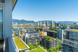 "Photo 2: 1703 168 W 1ST Avenue in Vancouver: False Creek Condo for sale in ""WALL CENTER FALSE CREEK"" (Vancouver West)  : MLS®# R2481779"