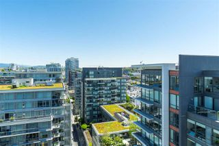 "Photo 31: 1703 168 W 1ST Avenue in Vancouver: False Creek Condo for sale in ""WALL CENTER FALSE CREEK"" (Vancouver West)  : MLS®# R2481779"