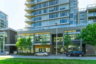 "Photo 5: 1703 168 W 1ST Avenue in Vancouver: False Creek Condo for sale in ""WALL CENTER FALSE CREEK"" (Vancouver West)  : MLS®# R2481779"