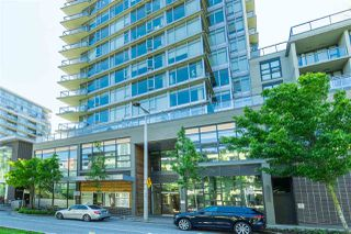 "Photo 6: 1703 168 W 1ST Avenue in Vancouver: False Creek Condo for sale in ""WALL CENTER FALSE CREEK"" (Vancouver West)  : MLS®# R2481779"