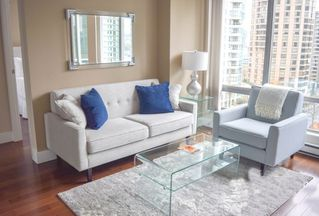 """Photo 3: 1001 1288 W GEORGIA Street in Vancouver: West End VW Condo for sale in """"RESIDENCES ON GEORGIA"""" (Vancouver West)  : MLS®# R2403342"""