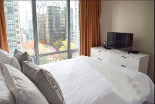 """Photo 8: 1001 1288 W GEORGIA Street in Vancouver: West End VW Condo for sale in """"RESIDENCES ON GEORGIA"""" (Vancouver West)  : MLS®# R2403342"""