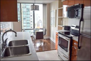 """Photo 6: 1001 1288 W GEORGIA Street in Vancouver: West End VW Condo for sale in """"RESIDENCES ON GEORGIA"""" (Vancouver West)  : MLS®# R2403342"""