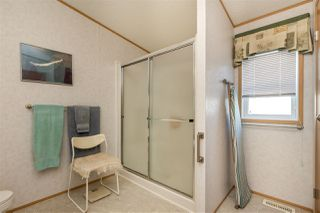 """Photo 19: 54 24330 FRASER Highway in Langley: Otter District Manufactured Home for sale in """"LANGLEY GROVE ESTATES"""" : MLS®# R2463203"""
