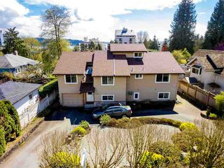 Photo 1: 1728 GORDON Avenue in West Vancouver: Ambleside House for sale : MLS®# R2470275
