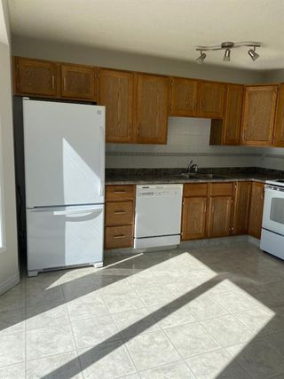 Photo 4: 554 STRATHCONA Drive SW in Calgary: Strathcona Park Semi Detached for sale : MLS®# A1020759