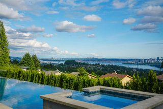 Photo 3: 1545 CAMELOT Road in West Vancouver: Chartwell House for sale : MLS®# R2464073