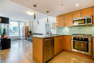 Photo 5: 904 1887 CROWE Street in Vancouver: False Creek Condo for sale (Vancouver West)  : MLS®# R2417358