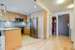 Photo 3: 904 1887 CROWE Street in Vancouver: False Creek Condo for sale (Vancouver West)  : MLS®# R2417358