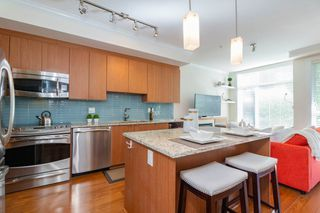 "Photo 3: 209 735 W 15TH Street in North Vancouver: Mosquito Creek Townhouse for sale in ""SEVEN 35"" : MLS®# R2428488"