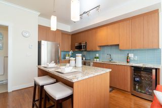 "Photo 5: 209 735 W 15TH Street in North Vancouver: Mosquito Creek Townhouse for sale in ""SEVEN 35"" : MLS®# R2428488"