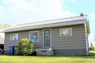Photo 2: 417 Burrows Avenue West in Melfort: Residential for sale : MLS®# SK810201