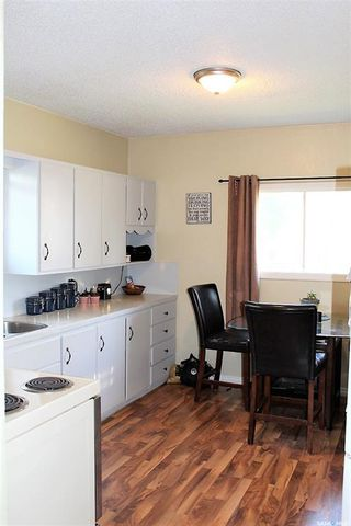 Photo 3: 417 Burrows Avenue West in Melfort: Residential for sale : MLS®# SK810201