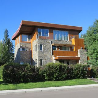 Photo 1: 507 RIVERDALE Avenue SW in Calgary: Elboya Detached for sale : MLS®# A1014165