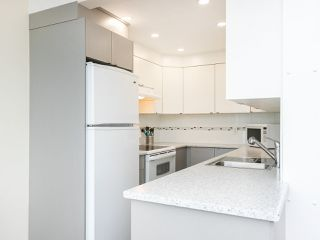 """Photo 15: 502 1508 MARINER Walk in Vancouver: False Creek Condo for sale in """"MARINER POINT"""" (Vancouver West)  : MLS®# R2526484"""