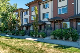 """Main Photo: 19 16127 87 Avenue in Surrey: Fleetwood Tynehead Townhouse for sale in """"Academy"""" : MLS®# R2483355"""