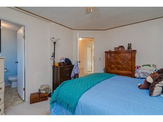 """Photo 18: 84 2270 196 Street in Langley: Brookswood Langley Manufactured Home for sale in """"Pineridge Park"""" : MLS®# R2511479"""