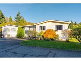 """Photo 3: 84 2270 196 Street in Langley: Brookswood Langley Manufactured Home for sale in """"Pineridge Park"""" : MLS®# R2511479"""