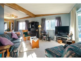 """Photo 6: 84 2270 196 Street in Langley: Brookswood Langley Manufactured Home for sale in """"Pineridge Park"""" : MLS®# R2511479"""