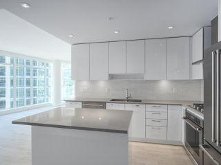 """Photo 3: 1502 1788 GILMORE Avenue in Burnaby: Brentwood Park Condo for sale in """"Escala"""" (Burnaby North)  : MLS®# R2395236"""