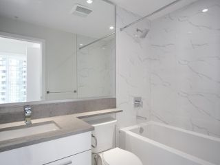 """Photo 12: 1502 1788 GILMORE Avenue in Burnaby: Brentwood Park Condo for sale in """"Escala"""" (Burnaby North)  : MLS®# R2395236"""