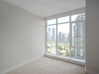 """Photo 7: 1502 1788 GILMORE Avenue in Burnaby: Brentwood Park Condo for sale in """"Escala"""" (Burnaby North)  : MLS®# R2395236"""