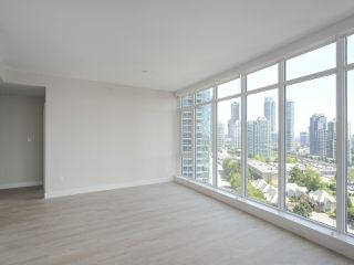 """Photo 5: 1502 1788 GILMORE Avenue in Burnaby: Brentwood Park Condo for sale in """"Escala"""" (Burnaby North)  : MLS®# R2395236"""