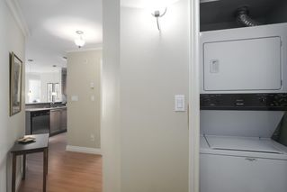Photo 15: 302 128 W 21ST STREET in North Vancouver: Central Lonsdale Condo for sale : MLS®# R2408450
